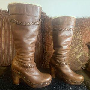 Ugg Savanna 3209 boot leather upper/wooden heels
